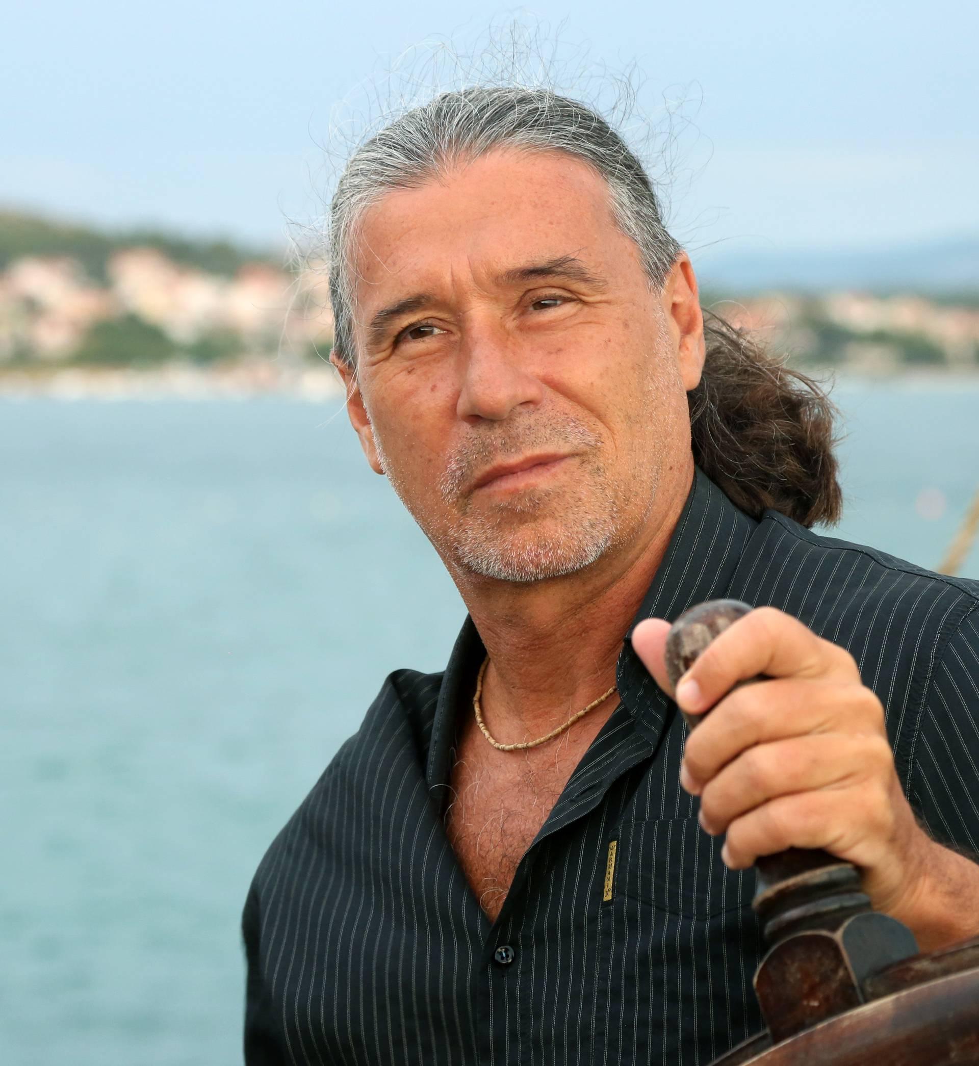 Vjesnik lijepog vremena: Goran Karan se 'razbacao' na piciginu