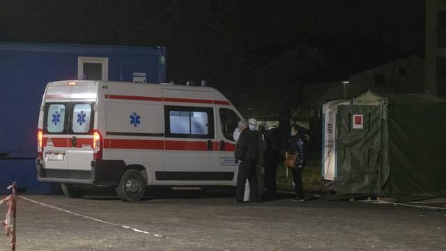 Varaždin: Šatori u krugu Opće bolnice služe kao čekaonice za bolesnike koje odvoze dalje