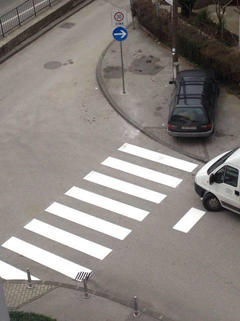 Ovo je novi Bandićev pješački prijelaz koji vodi- baš nigdje!