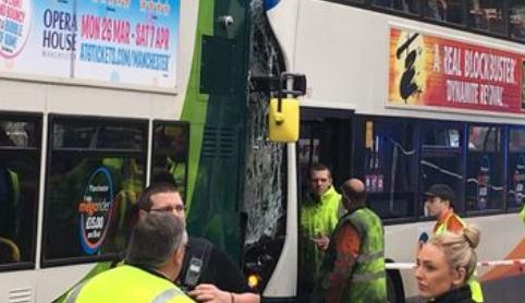 Sudar dva busa u centru grada: Putnici ostali zarobljeni unutra