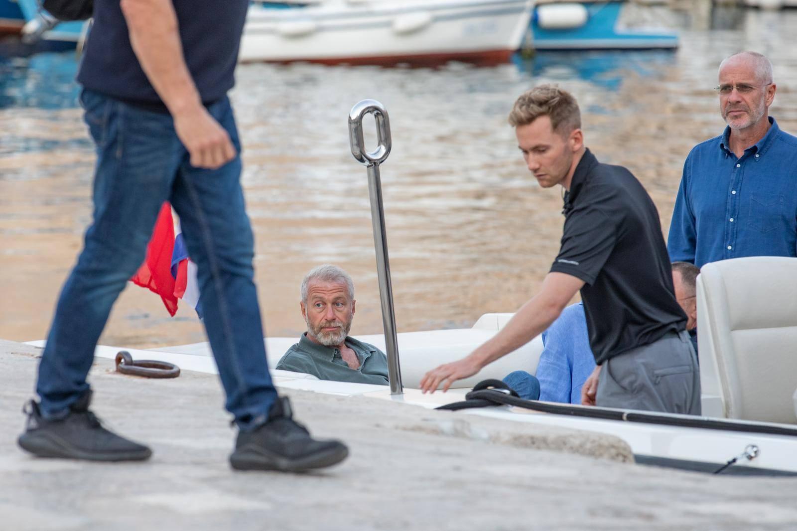 Dubrovnik: Roman Abramovich brodom pristao u staru gradsku luku pa prošetao Stradunom