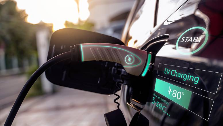 Država subvencionira: Evo kako do poticaja za kupnju električnog ili hibridnog vozila
