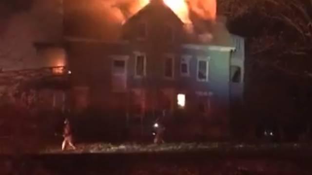 Htjela  ubiti stjenice u krevetu:  Vatra joj progutala cijelu kuću!