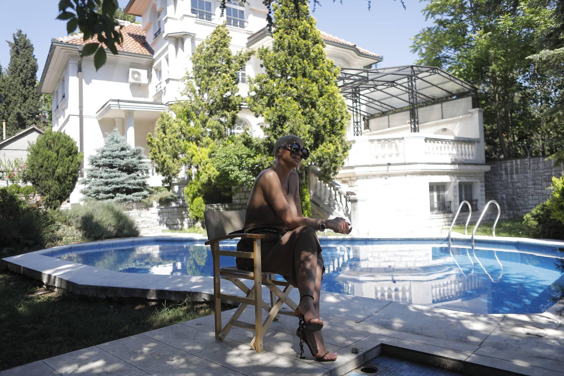 Jelena i Duško renoviraju vilu: Ima osam soba, saunu, teretanu