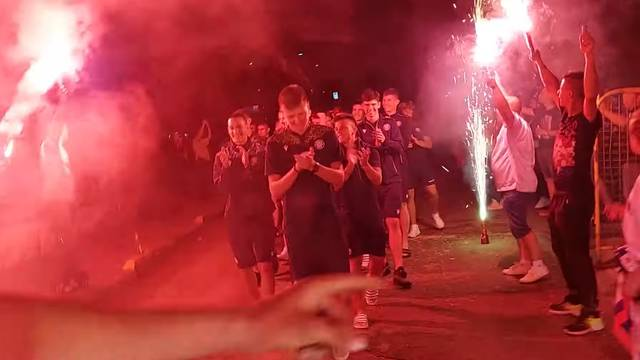 VIDEO 'Šampioni!' Hajdukovci imali vatreni doček u srcu Bosne