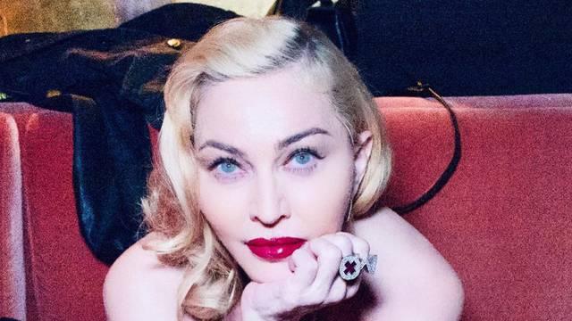 Madonna režira biografski film
