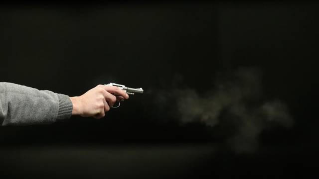Na Badnjak pucao iz pištolja u podrumu kuće, policija mu našla još tri puške, streljivo i duhan