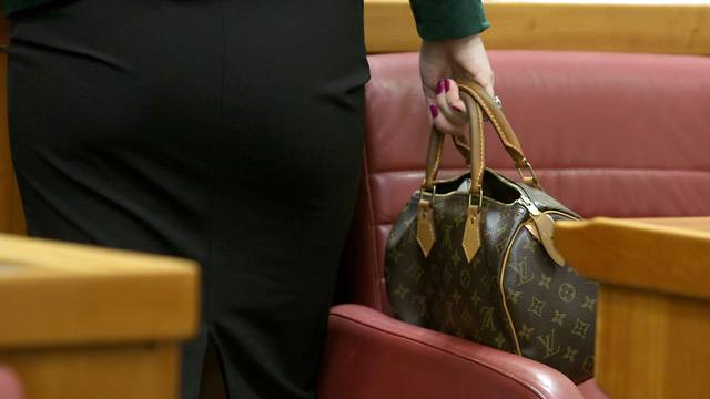 Mađerić u Saboru prošetala svoju Louis Vuitton torbicu