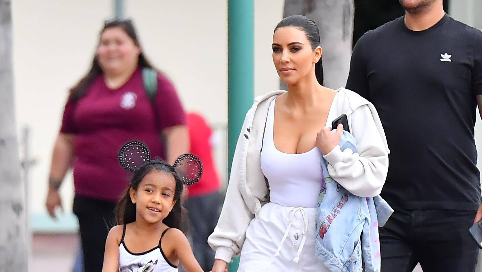** PREMIUM EXCLUSIVE RATES APPLY ** Kim Kardashian and her daughter North West have a fun day at Disneyland with friends