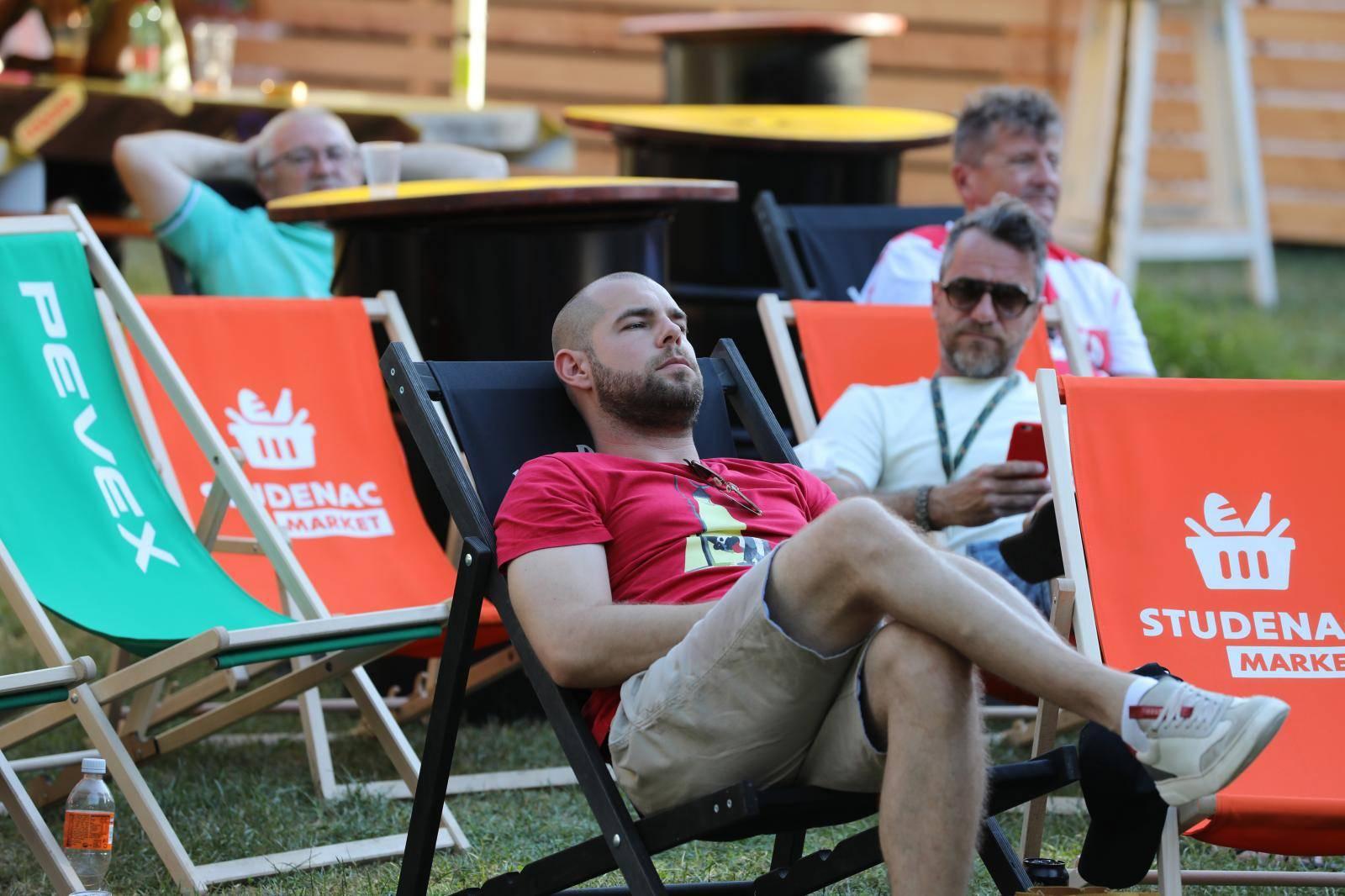 Dobra atmosfera na Jarunu: Uz hranu i piće, napeto se pratila utakmica Hrvatska - Španjolska