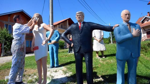 Glineni Donald i Putin druže se kod kipara Steve u Banja Luci