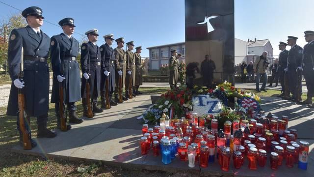 Kolonom sjećanja i polaganjem vijenaca obilježena 28. godišnjica stradavanja u Škabrnji