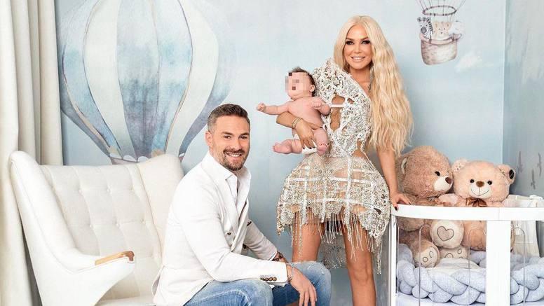 Maja Šuput na obiteljskoj fotki pozirala odjevena kao za crveni tepih: 'Barbie, Ken i baby Ken'