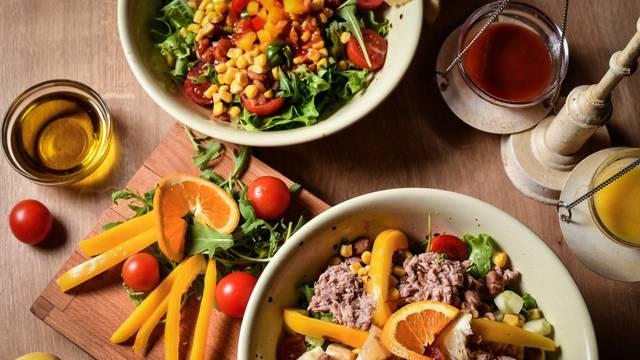 Najbrži ljetni ručak: Recepti za fine salate - od tune, piletine...