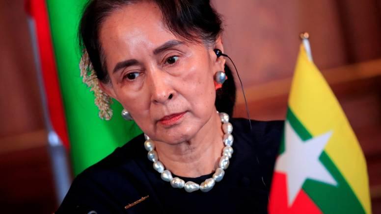 Svrgnuta čelnica Mjanmara na sudu: 'Raspuštaju njenu stranku zbog varanja na izborima'
