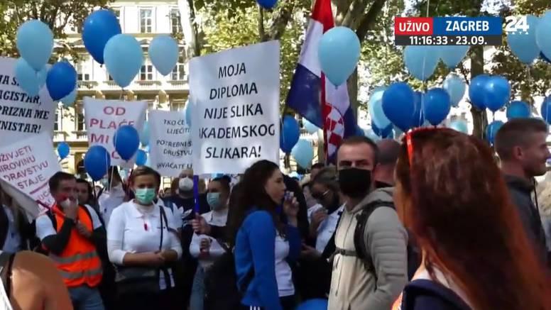 VIDEO Prosvjed medicinskih sestara: 'Kako smo godinu i pol radili bez cjepiva i testiranja?!'