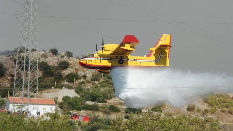 Lokalizirali požar kod Vodica, jedan vatrogasac ozlijeđen
