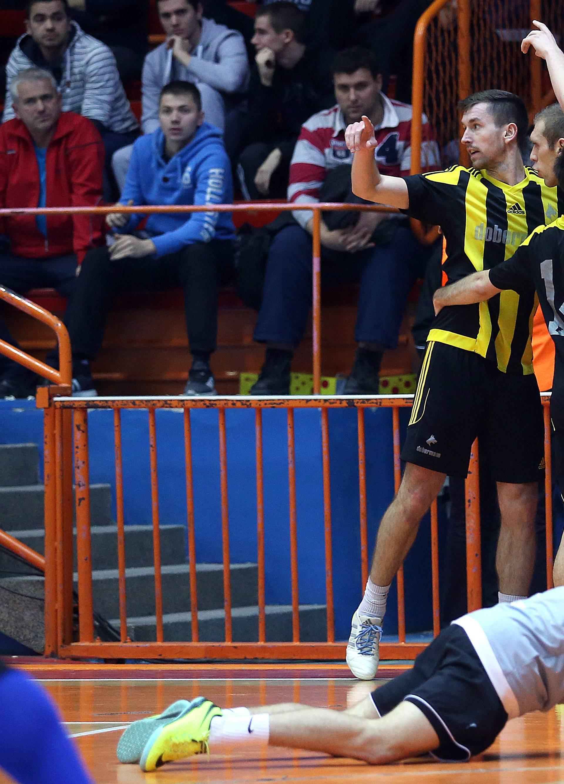 Dobermann i Slovenci teškom mukom ušli u polufinale Kutije
