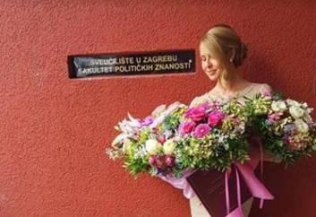 Proslavila 'fotkom' i pokazala noge: Maja Lena je magistrirala