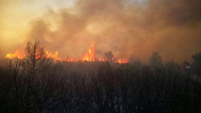 Vatrogasci: 'Pronašli smo neku ampulu s fosfornim nastavkom'