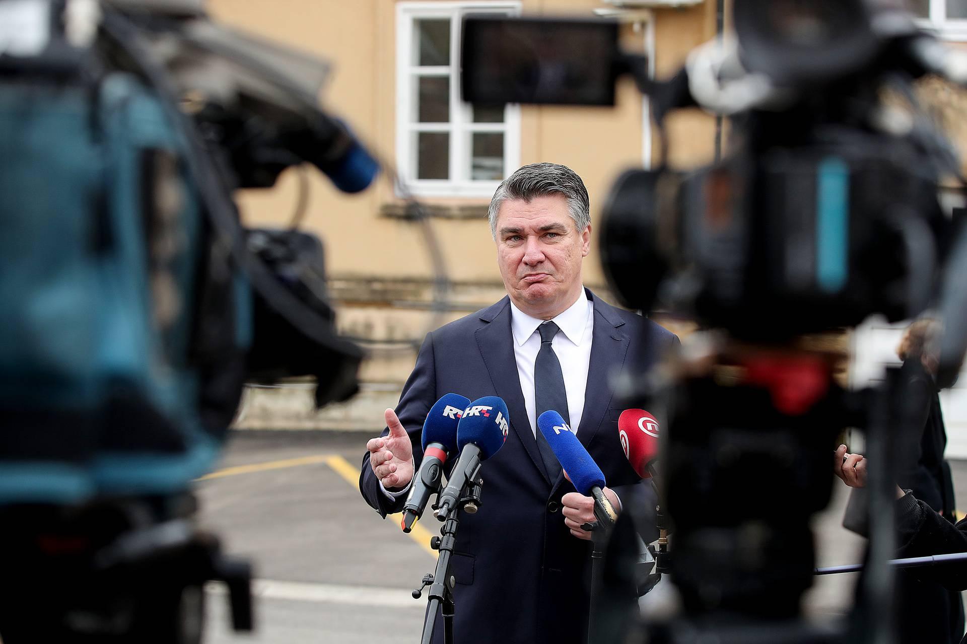 Milanović zapalio svijeću kod Središnjeg križa u Aleji poginulih hrvatskih branitelja