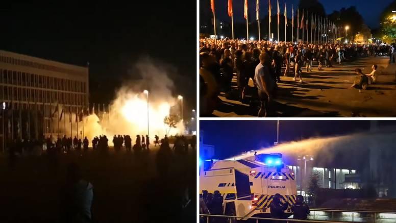 VIDEO Pogledajte snimke kaosa u Ljubljani: Bacali baklje, gađali policajce, oni uzvratili suzavcem