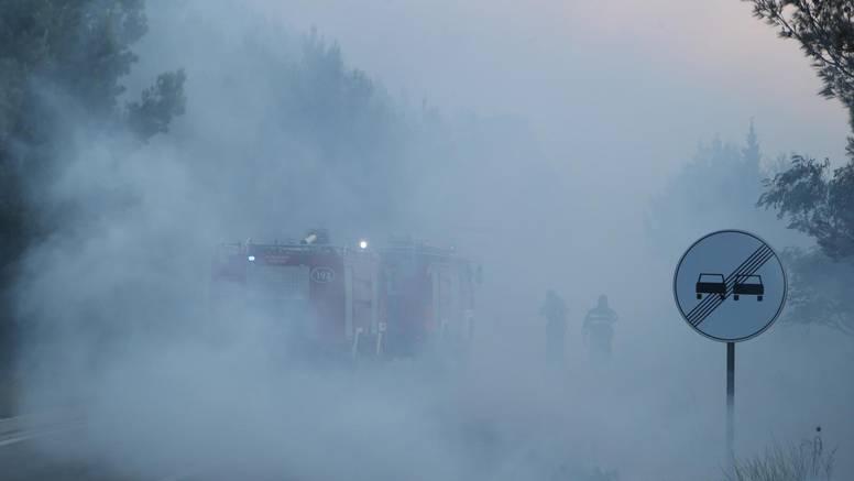 Izgorjelo 400 cisterni, najmanje 17 ljudi ozljeđeno u buktinji