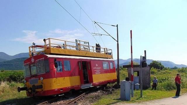 U izlijetanju vlaka s pruge kod Ploča više ljudi je ozlijeđeno