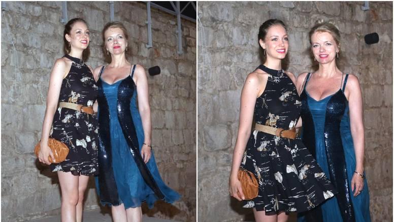 Majka i kći Huljić pozirale u ljetnim haljinama: 'Kao sestre'