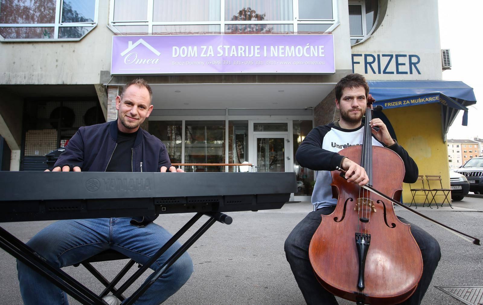 Braća sviraju pred staračkim domom: 'Želimo učiniti ljude sretnima, to je važna stvar'