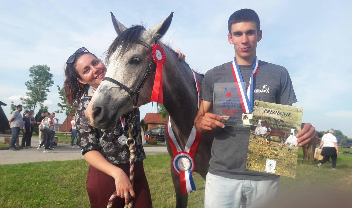 Ljubav u sedlu: Mene i Denisse spojila je ljubav prema konjima
