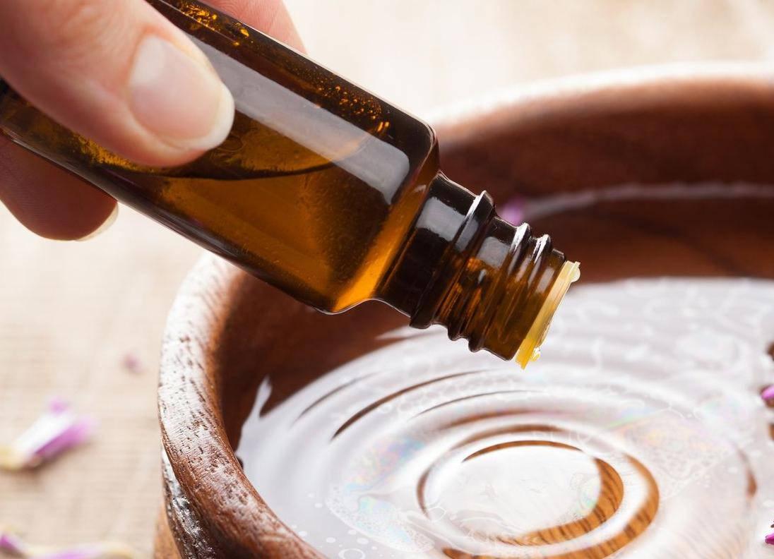 Ovo ulje uklanja ožiljke i mrlje s kože - a pomaže i smršavjeti