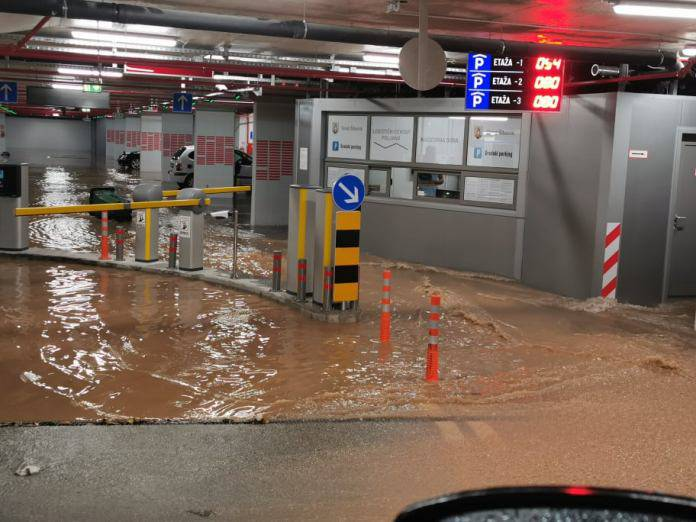 Slapovi tekli kroz Šibenik, pod vodom opet završila i garaža