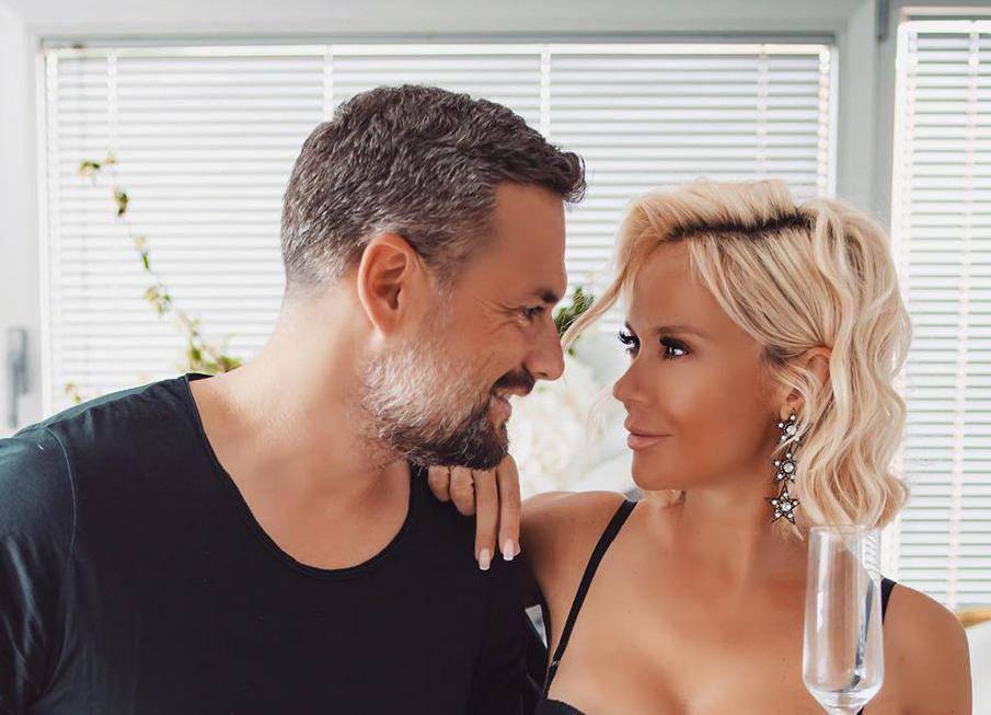 Maja čestitala mužu rođendan, svu pozornost 'ukrao' grudnjak
