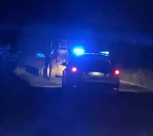 Gas, gas! Ukrao traktor i udario policijski auto pa zbrisao u polje