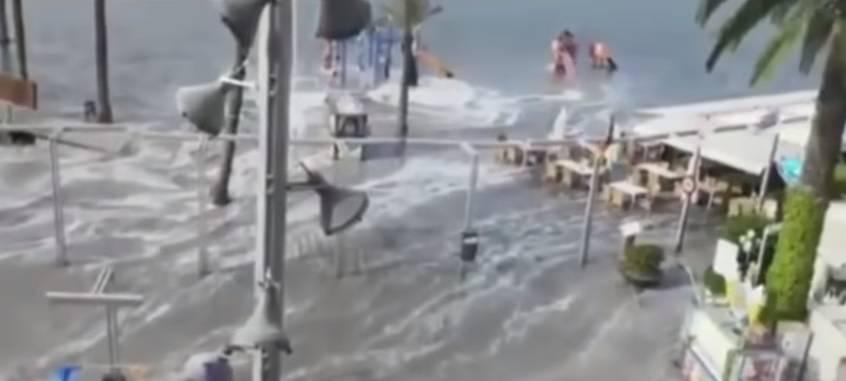 Pogodio ih mini-tsunami: Pod vodom su plaže, ceste, terase...
