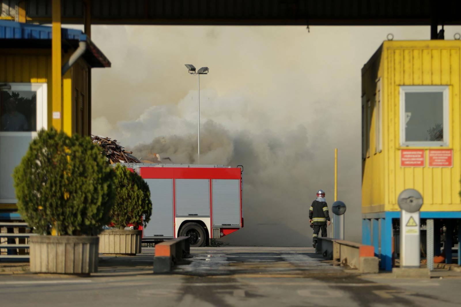 Zagreb: Požar na Jakuševcu normaliziran