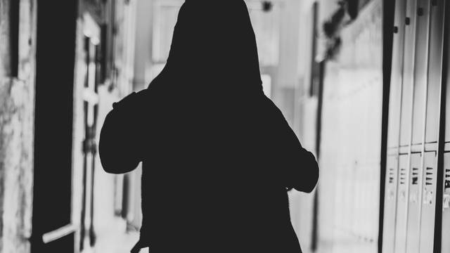 Očuh (38) doveo pokćerku u napuštenu zgradu pa je spolno zlostavljao, dobio je pet godina