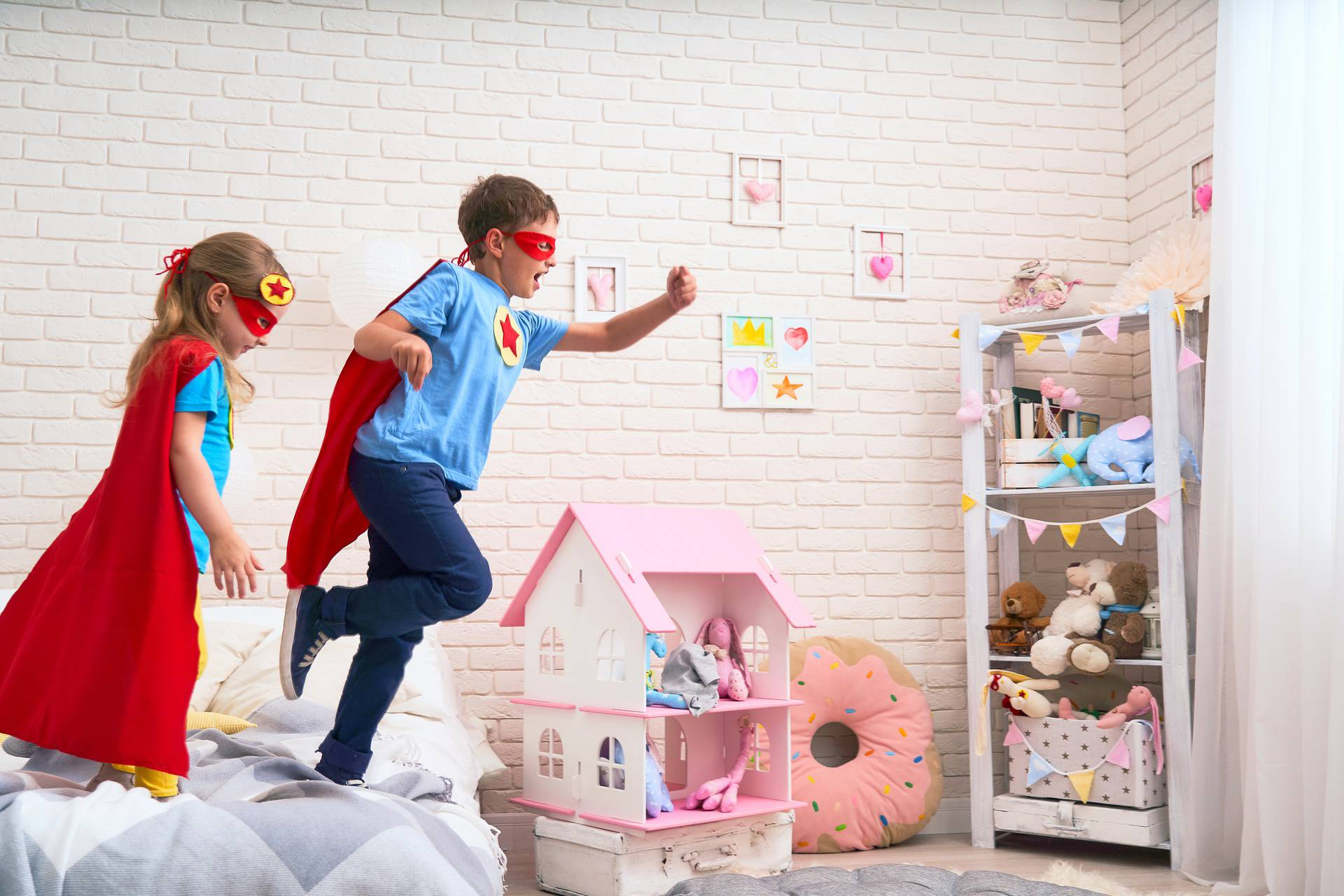 Igra pretvaranja kod djece bitna je za razvoj vještina, ali na neke stvari ipak trebate pripaziti