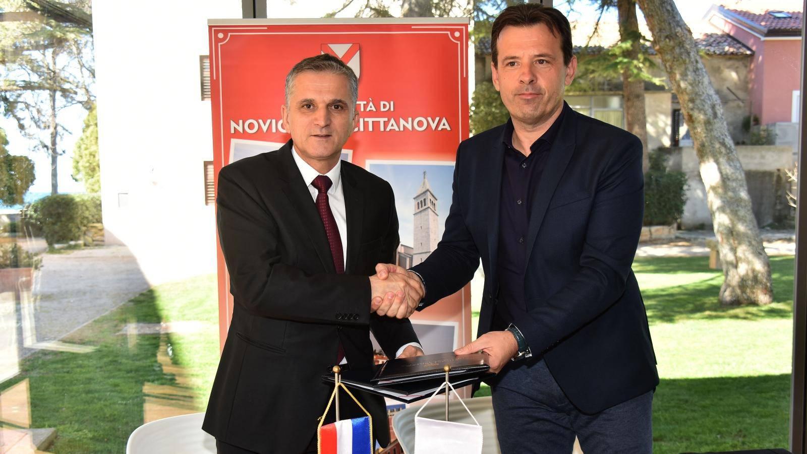 Goran Marić posjetio Novigrad, potpisao ugovor u darivanju nekretnine te obišao gradilište