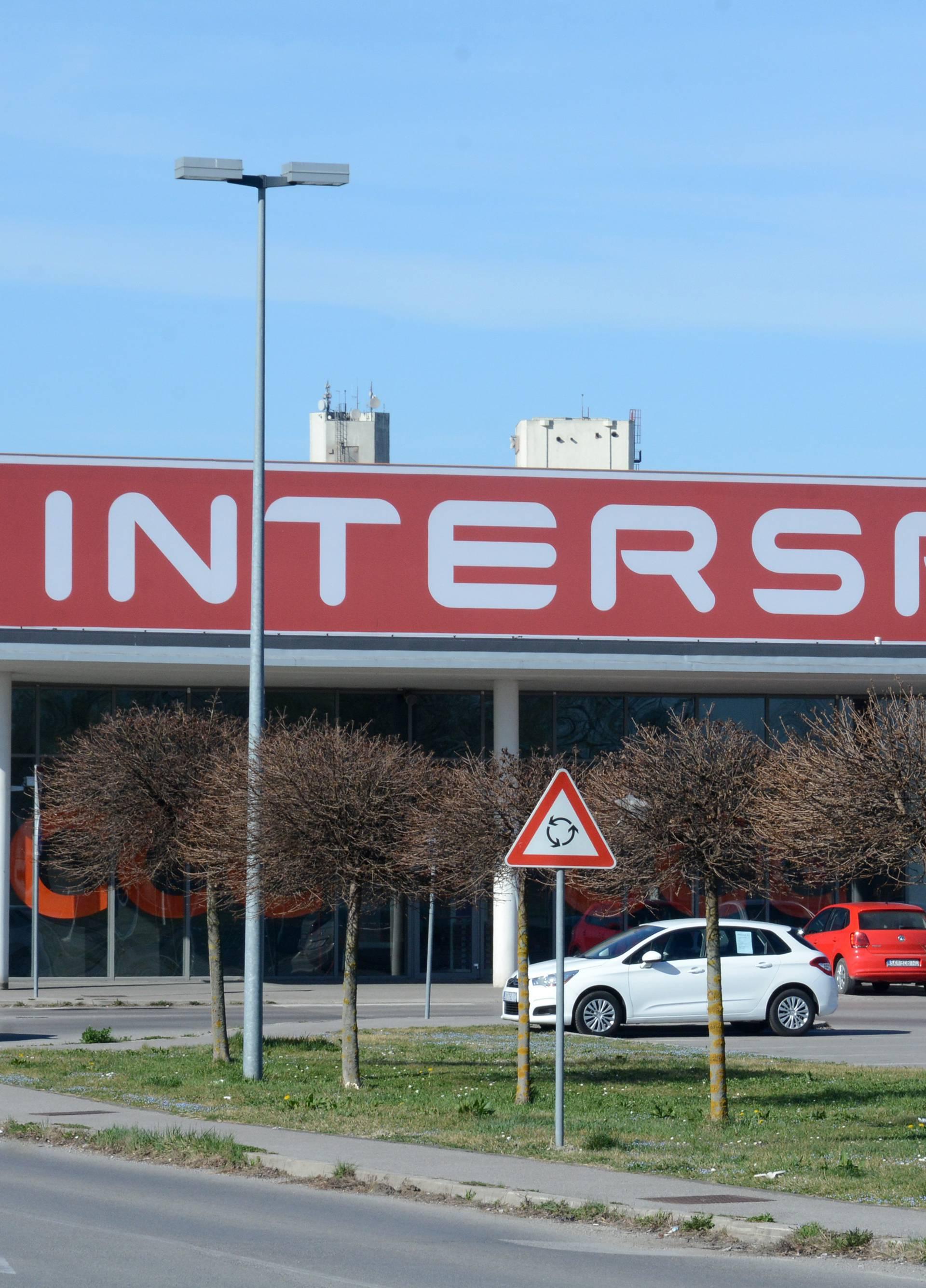 SIsak: Hipermarket Interspar