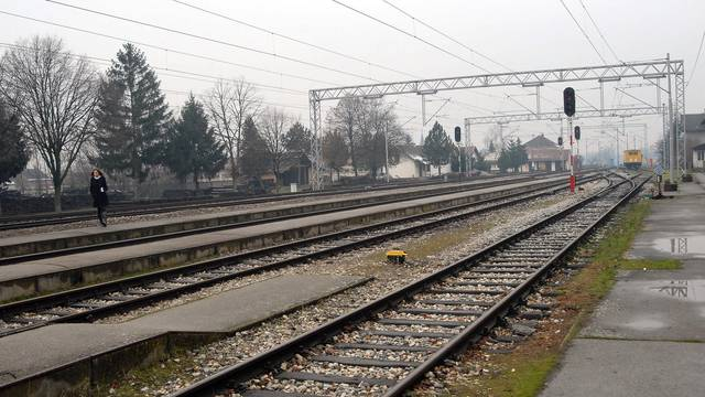 Vlak je naletio na automobil: Milisekunda ga dijelila od smrti