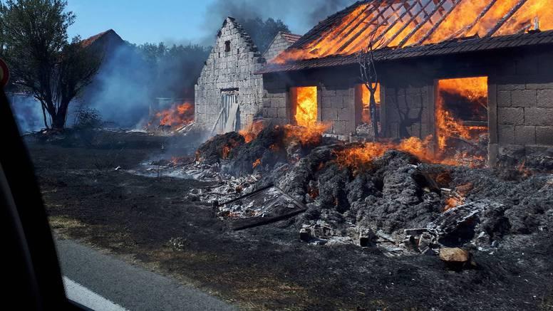 Požar u Dicmu: Izgorjele kuće, ljudi nemaju čime gasiti vatru