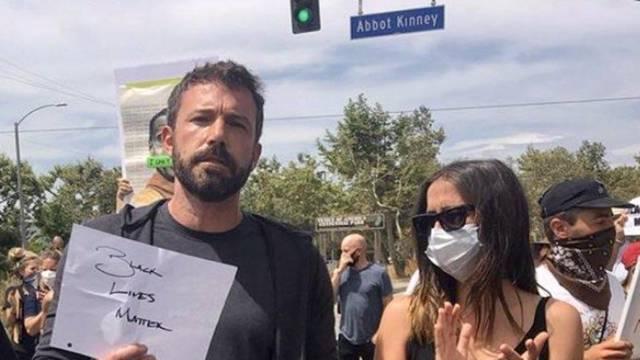 Ben Affleck i njegova nova cura otišli na prosvjed u Los Angeles