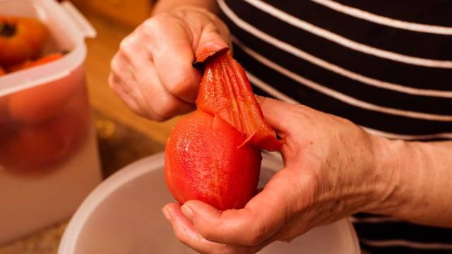 Tomato peeled