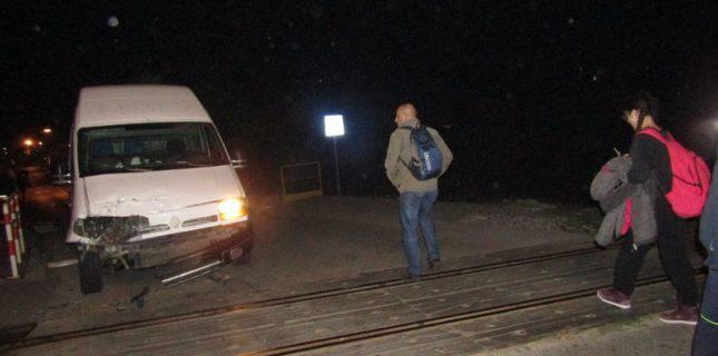Nesreća u Pleternici: Kombi se zabio u vlak, nema ozlijeđenih