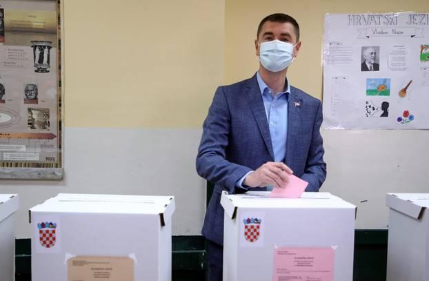 Zagreb: Davor Filipović glasovao je na lokalnim izborima