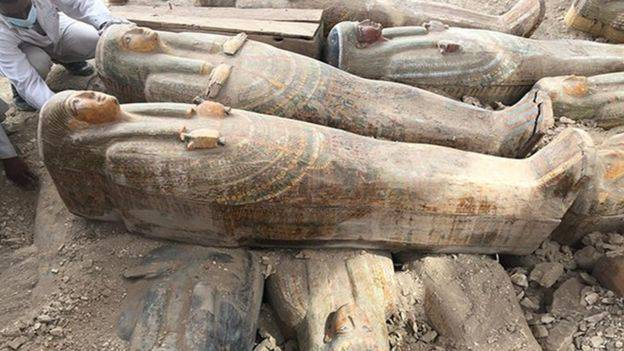 Arheolozi u Egiptu pronašli više od 20 drvenih sarkofaga