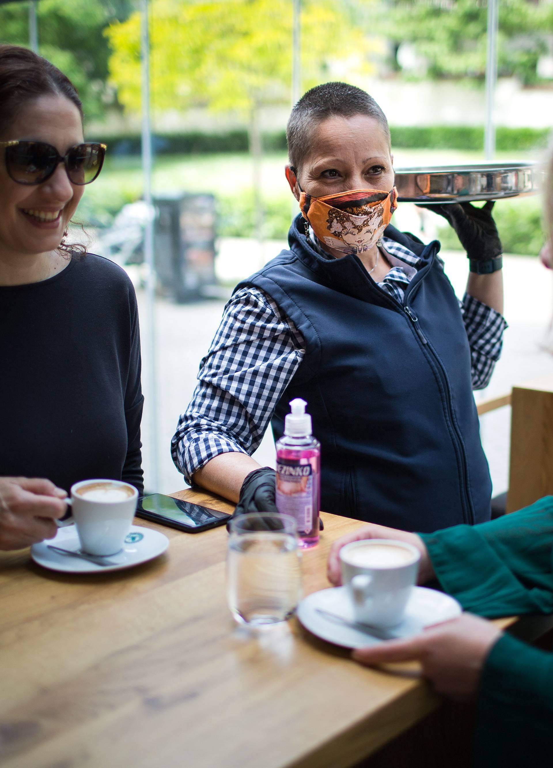Više od 60 posto gostiju piće plaća beskontaktno karticom