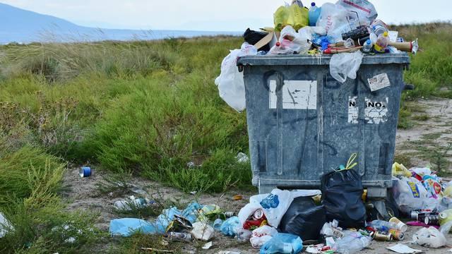 Ne razlikujemo smeće i otpad, a za planet ne marimo